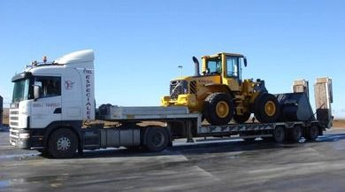 transporte maquinaria pesada en camion