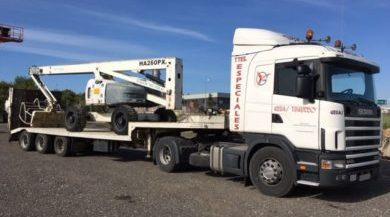 camion gondola para transportar maquinaria pesada