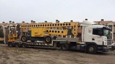 camion para transportar maquinaria pesada